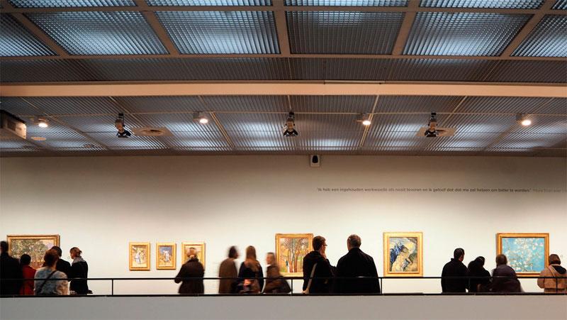 Una vista al Museo Van Gogh en Amsterdam