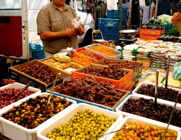 dappermarkt-mercado-amsterdam-puesto-comida